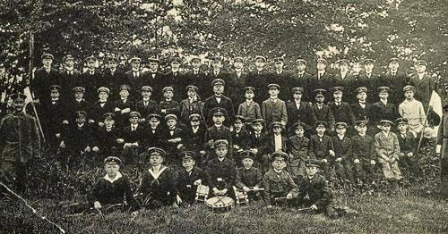 Die Neuenkirchener Jugendwehr mit Schülerkapelle, um 1915/16.